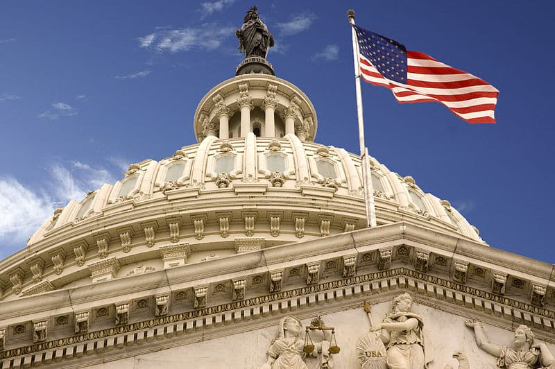 800px-United_States_Capitol_Dome_and_Flag
